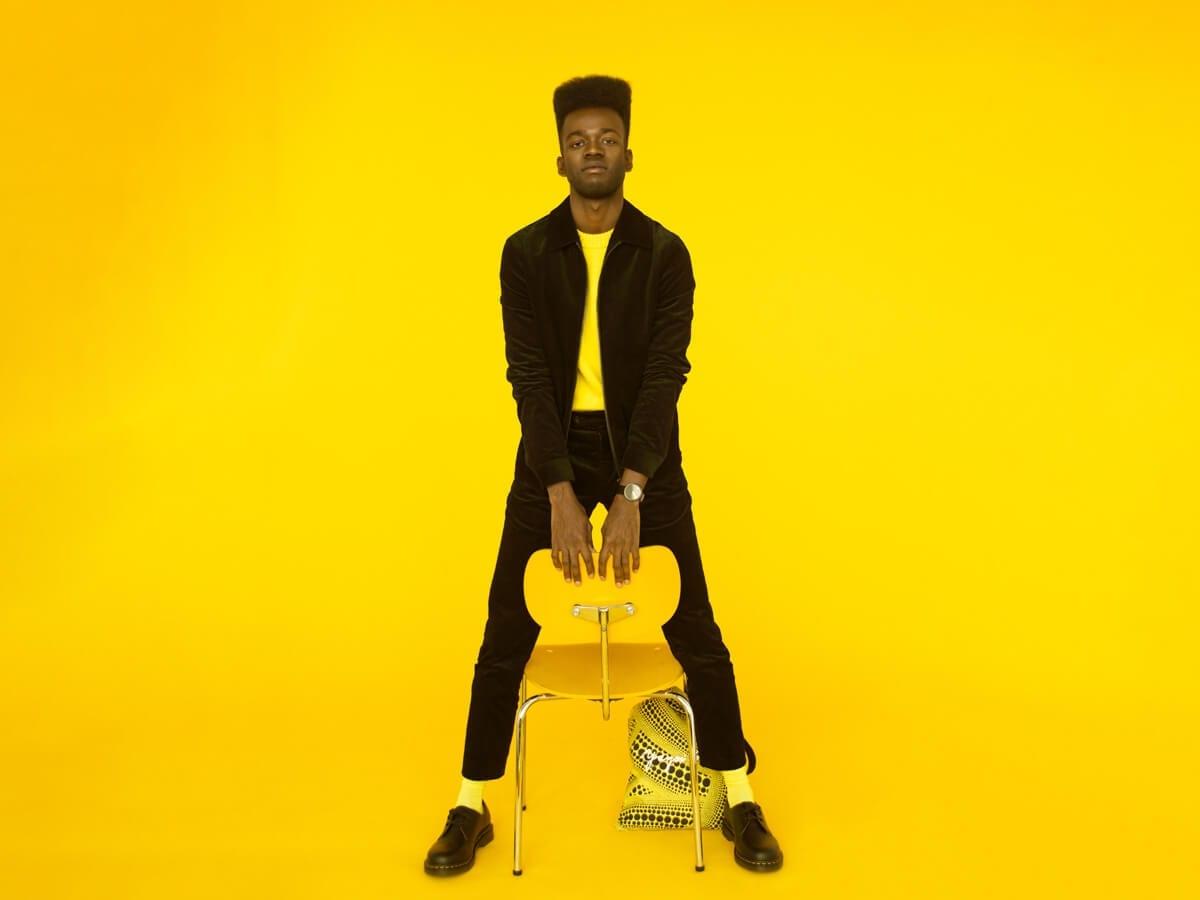 prince med gul stol